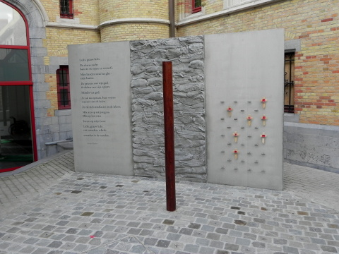 The 'new' Execution Post memorial at Poperinge Stadhuis