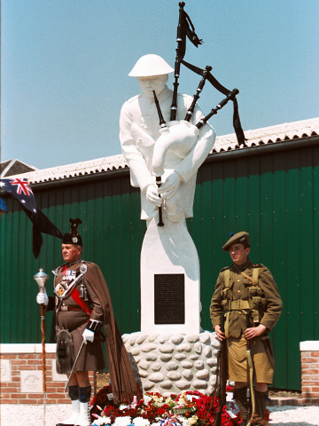Pipers' Monument Longueval