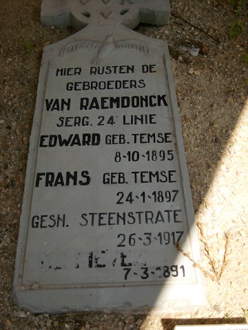 The grave of the Van Raemdoncks